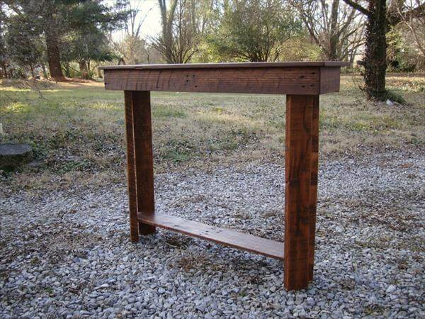 repurposed pallet entry way table