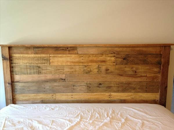 Diy king sized pallet wood headboard pallet furniture diy for How to make a wood pallet headboard