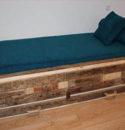 recycled pallet cushioned bed