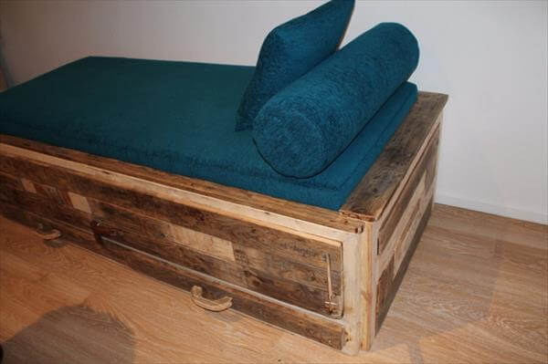 reclaimed pallet cushioned bed