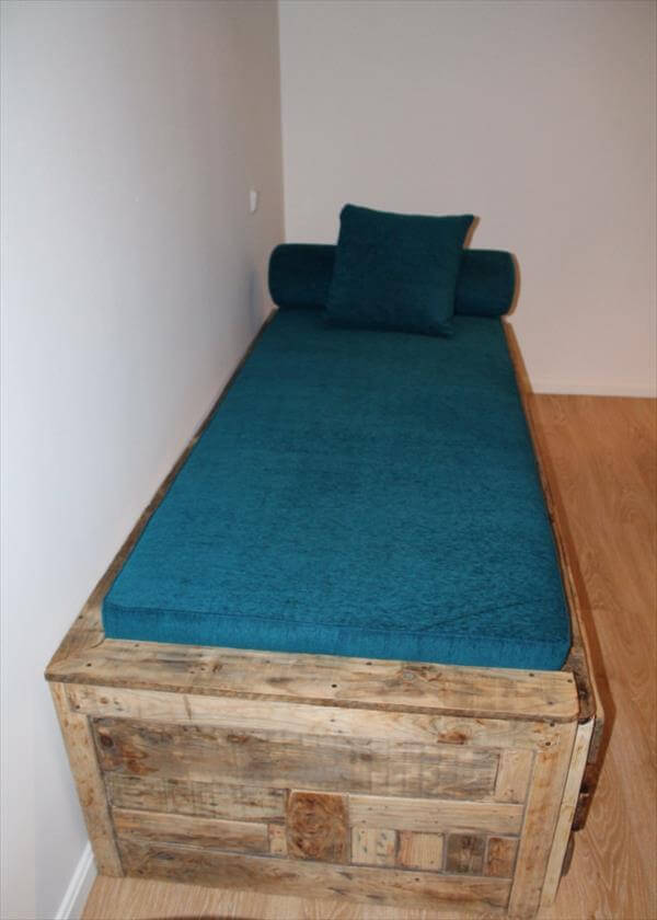 repurposed pallet cushioned pallet bed