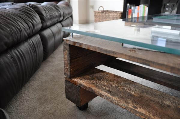 Pallet Coffee Table With Wheels And Glass Top Pallet Furniture Diy