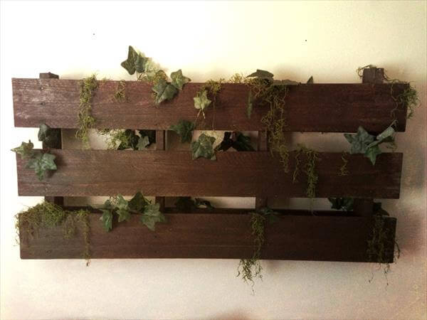 recycled pallet headboard and wall art
