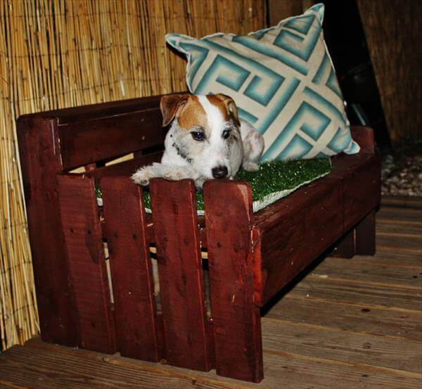salvaged pallet dog bed