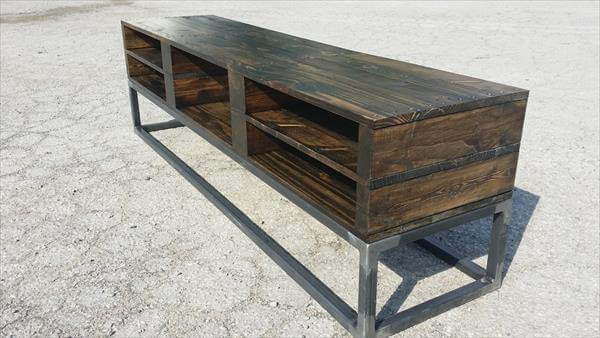 diy industrial pallet wood tv stand pallet furniture diy. Black Bedroom Furniture Sets. Home Design Ideas
