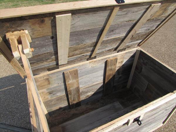 DIY pallet oversized chest