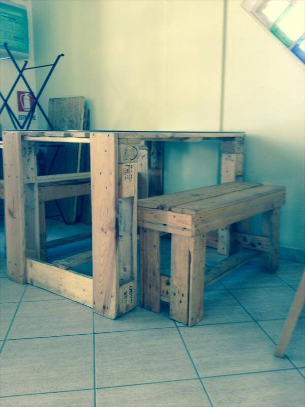 recycled pallet desk and table