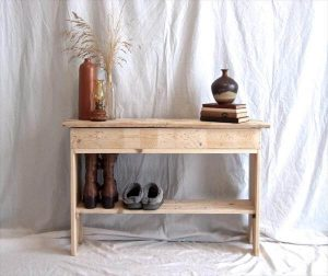 recycled pallet hall way and sofa table