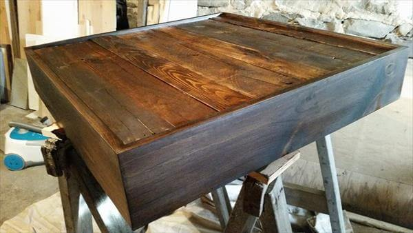 making the pallet coffee table top trimmed