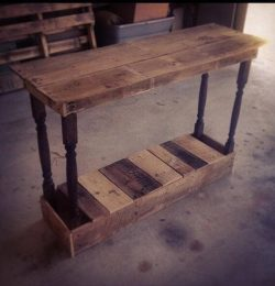 recycled pallet foyer table
