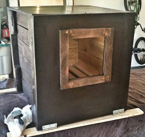 upcycled pallet end table and litter holder
