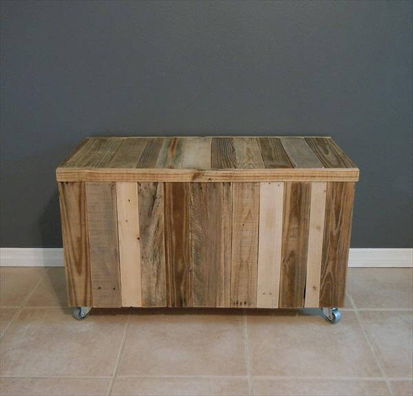 This DIY pallet trunk has been raised on wheels due to its chunky ...