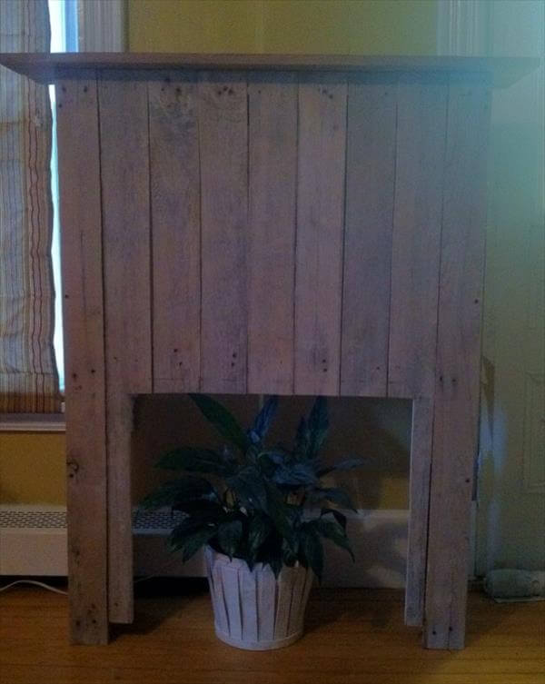 repurposed pallet faux fireplace