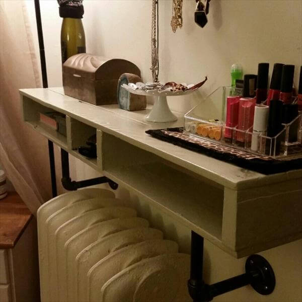 DIY Single Reclaimed Pallet Shelf | Pallet Furniture DIY on Pallet Room  id=15018