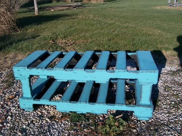 upcycled pallet coffee table and bench