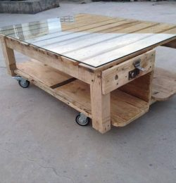 recycled pallet garden and lounge table