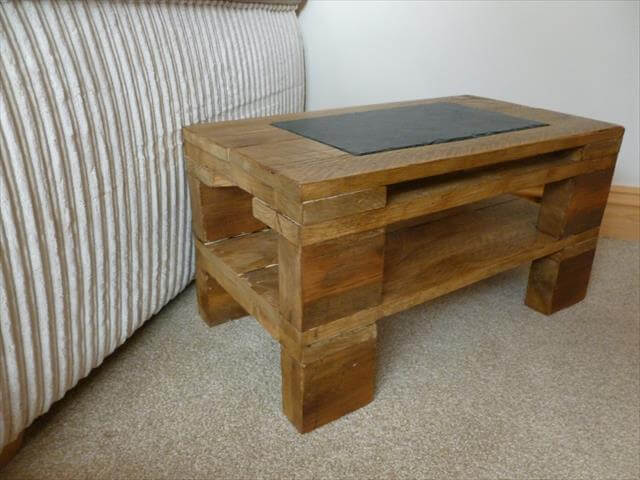Diy rustic side table with slate inlay pallet furniture diy for Diy rustic end tables