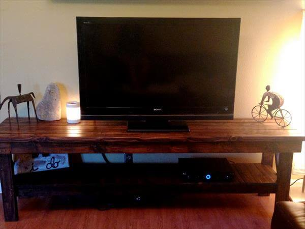 upcycled pallet media console and TV stand