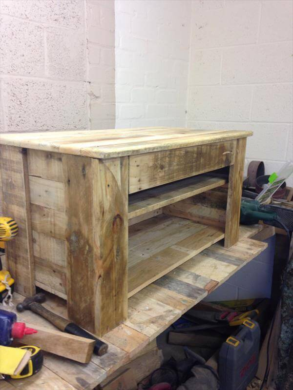 reclaimed pallet media console and TV stand