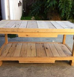 recycled pallet coffee table with 2 levels