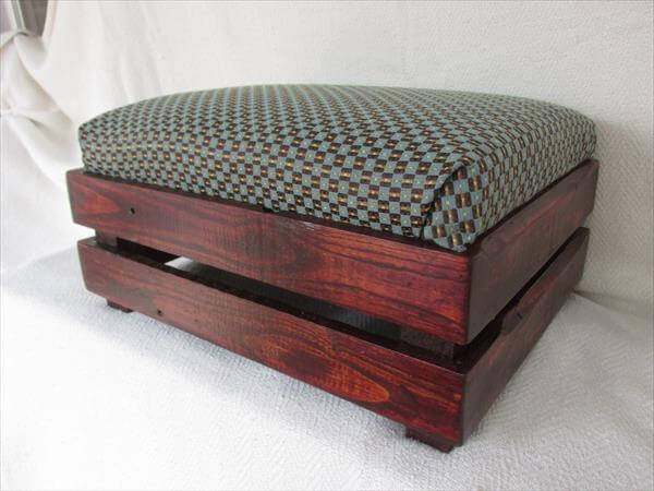 DIY Pallet Padded Ottoman Footstool Furniture