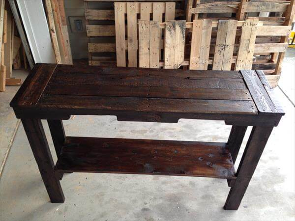 diy rustic stained pallet sofa table and entry table. Black Bedroom Furniture Sets. Home Design Ideas
