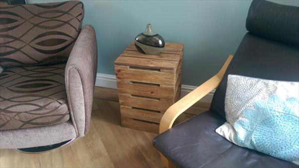 recycled pallet side table with shelves