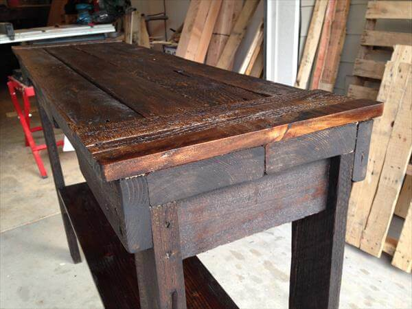 reclaimed pallet sofa and entry table