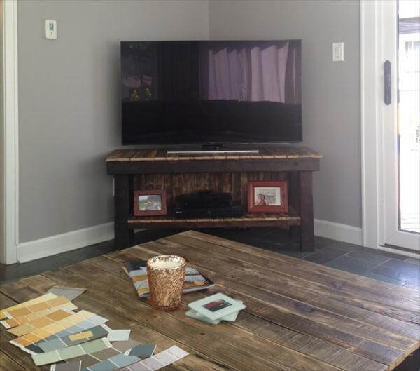 DIY Pallet TV Stand Media Console Furniture