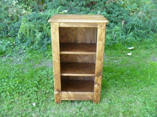 reclaimed pallet end table and mini bookcase