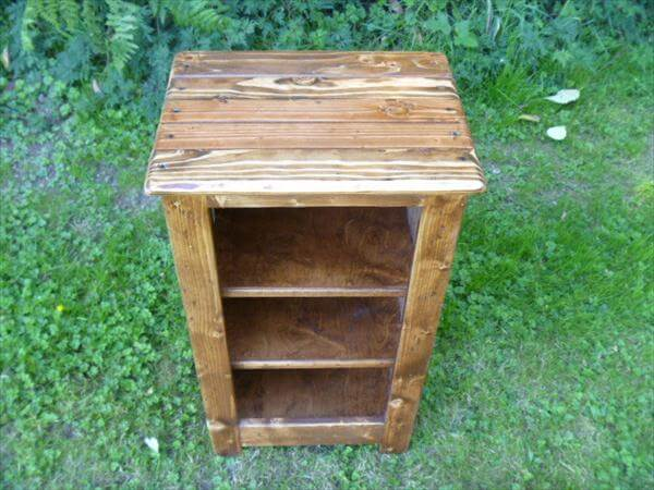 Pallet Nightstand, Bookcase, End or Side Table | Pallet Furniture DIY