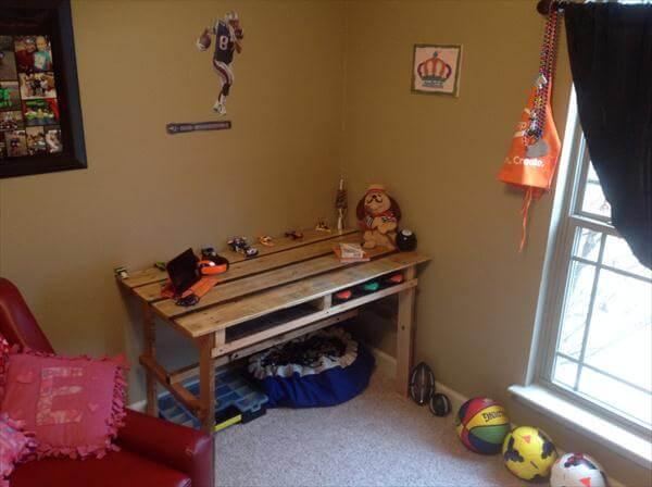 repurposed pallet kid's room desk