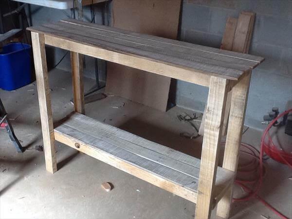 Pallet Sofa Table Hall Table Pallet Furniture DIY : rustic pallet sofa table and entry table from palletfurniturediy.com size 600 x 450 jpeg 34kB
