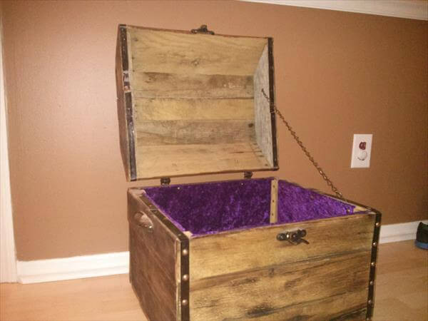 handmade pallet treasure chest and keepsake box