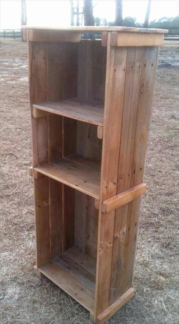 recycled pallet bookshelf and decorative display unit