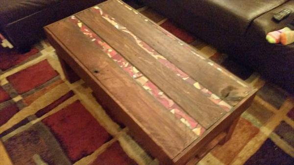 Diy pallet wood coffee table with tiled glass inlay for Glass inlay coffee table