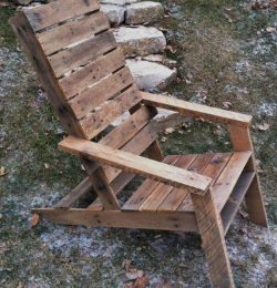 recycled pallet vintage Adirondack chair