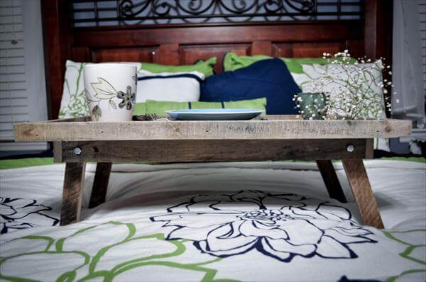 pallet bed tray - ottoman and laptop tray | pallet furniture diy