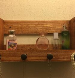 upcycled pallet ladies organizer