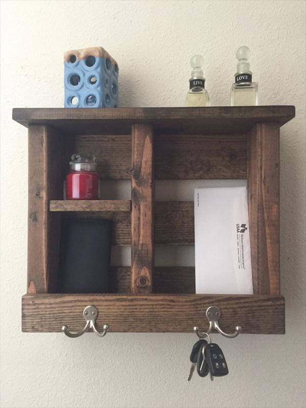 reclaimed pallet wood entryway organizer
