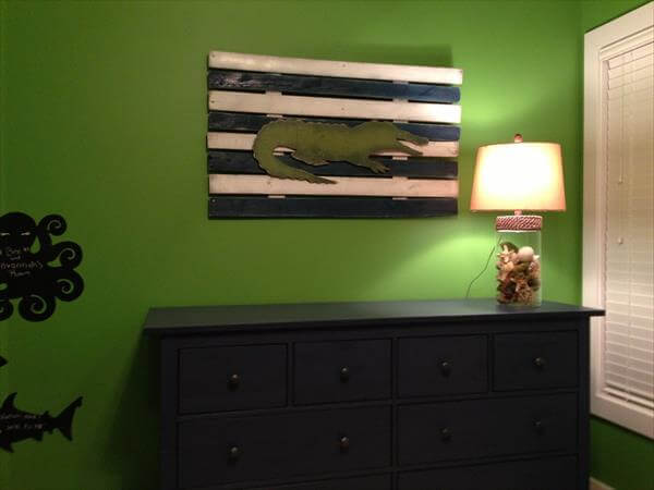 recycled pallet alligator wall art