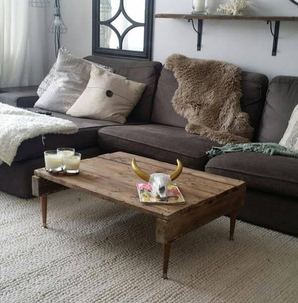 Rustic Pallet Coffee Table With Tapered Legs