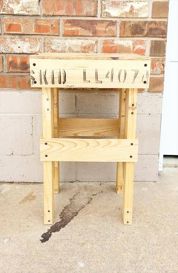 upcycled pallet side table and plant stand