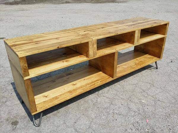diy pallet media console and TV stand