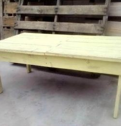 reclaimed pallet distressed coffee table