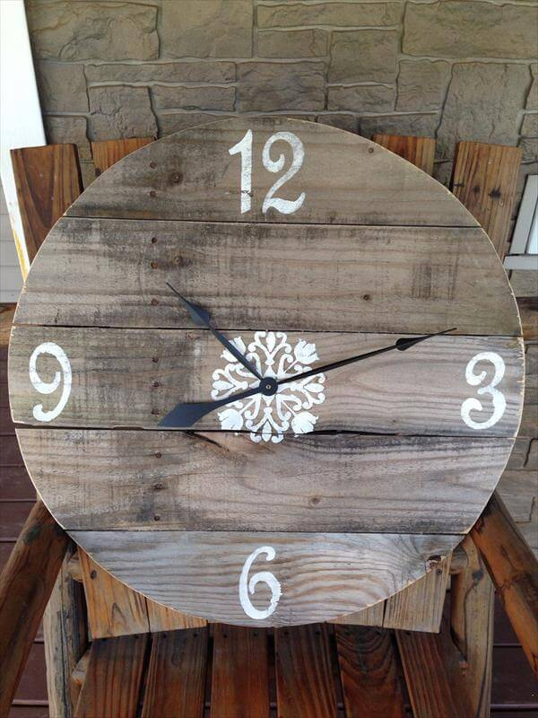 reclaimed pallet round wall clock