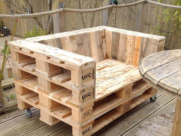 Diy pallet chair on casters pallet furniture diy for How to make furniture out of wood pallets
