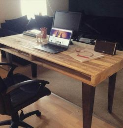 reclaimed pallet office desk