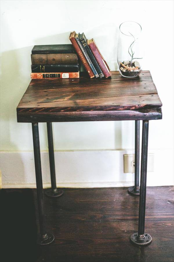 reclaimed pallet end table with metal legs