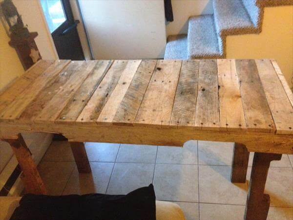wooden pallet desk with side tabletop and storage cubby